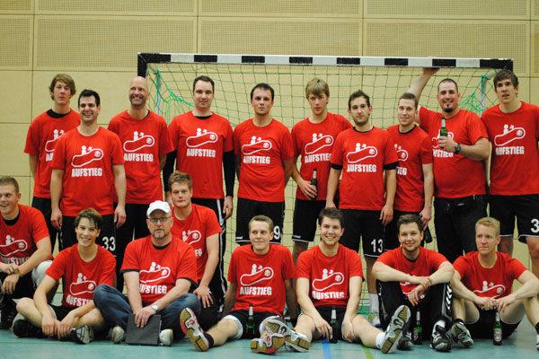 meistershirts-handball-gruppenfoto-halle